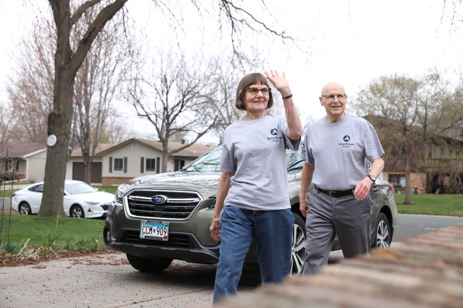AmeriCorps Seniors Bill and Barb deliver meals to their neighbors